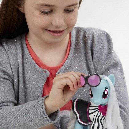 Hasbro My Little Pony Explore Equestria 6-inch Fashion Style Set Photo Finish